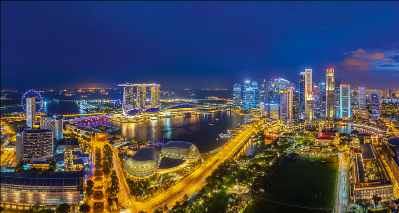 Quelle est cette ville, capitale de l'État du même nom qui est constitué de 63 îles limitrophes de la Malaisie ?