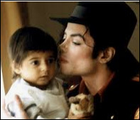 Michael Jackson aime les enfants.