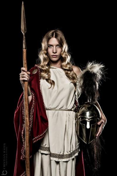 Qui est cette déesse grecque de la sagesse et protectrice de nombreux héros ?