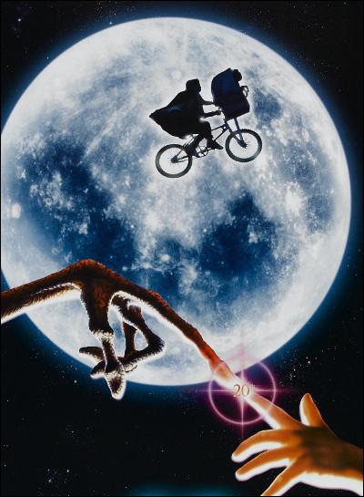 """""""E.T. l'extra-terrestre"""" est réalisé par James Cameron."""