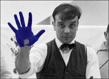 Quel est cet artiste qui est connu pour son bleu spécifique ?