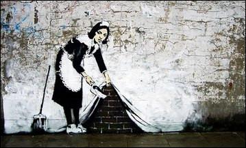 Cet artiste majeur dans l'art contemporain détourne le quotidien de la rue pour en faire un objet de mémoire. Quel est cet artiste iconoclaste ?