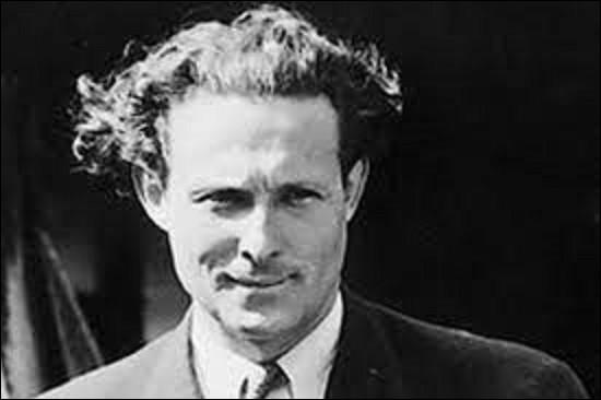 """13 mai 1930 : 21 heures après son décollage de Saint-Louis du Sénégal, quel pilote français est le premier à traverser l'Atlantique en atterrissant au Brésil à bord de son hydravion appelé le """"Comte-de-la-Vaulx"""" ?"""