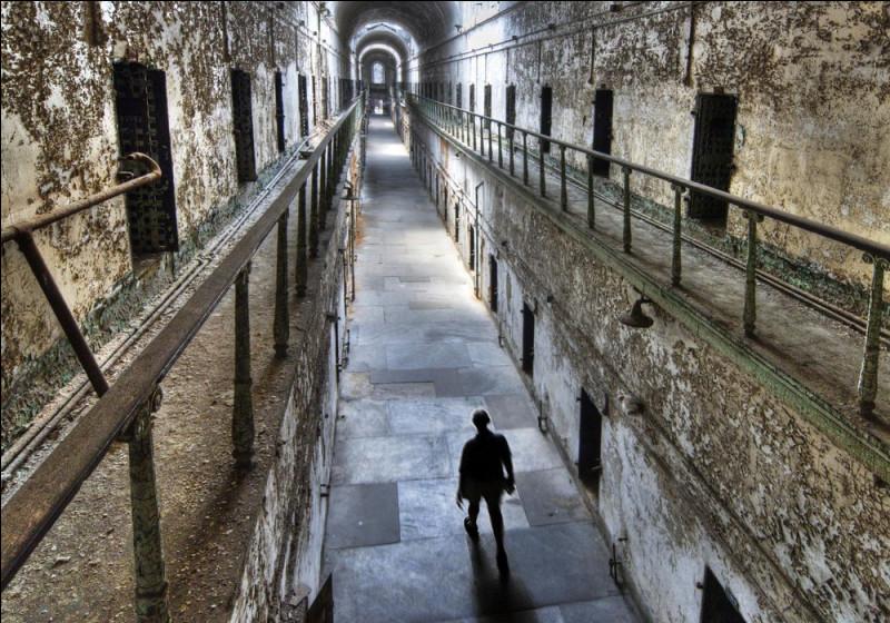Pénitencier d'Eastern State (Philadelphie) > Les pratiques de cette ancienne prison poussèrent des détenus à la folie. Aujourd'hui musée, certains touristes affirment y avoir ...