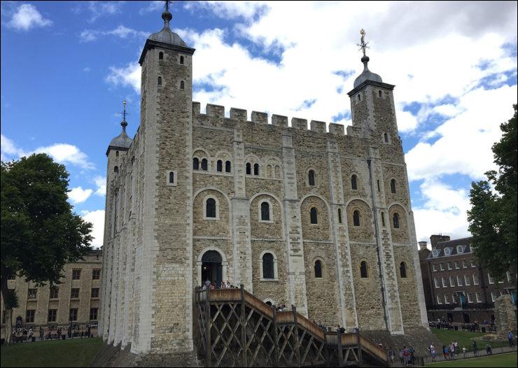 La tour de Londres > Certains que vous n'alliez pas y couper... la tête ! À part quelques exécutions massives, qui y fut notamment décolleté(e) ?