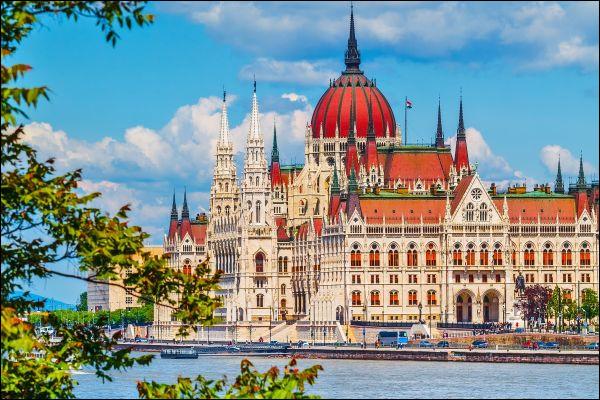 De quel pays d'Europe surnomme-t-on les habitants les Magyars ?