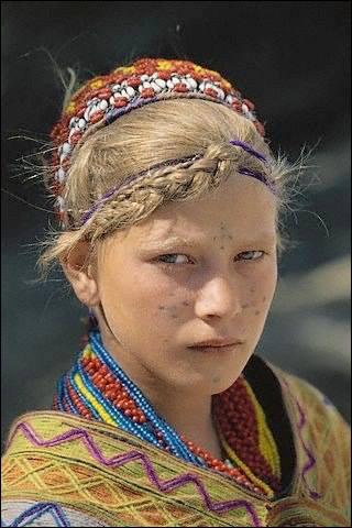 Dans quel pays vivent les Kalash, un peuple d'origine indo-européenne ?