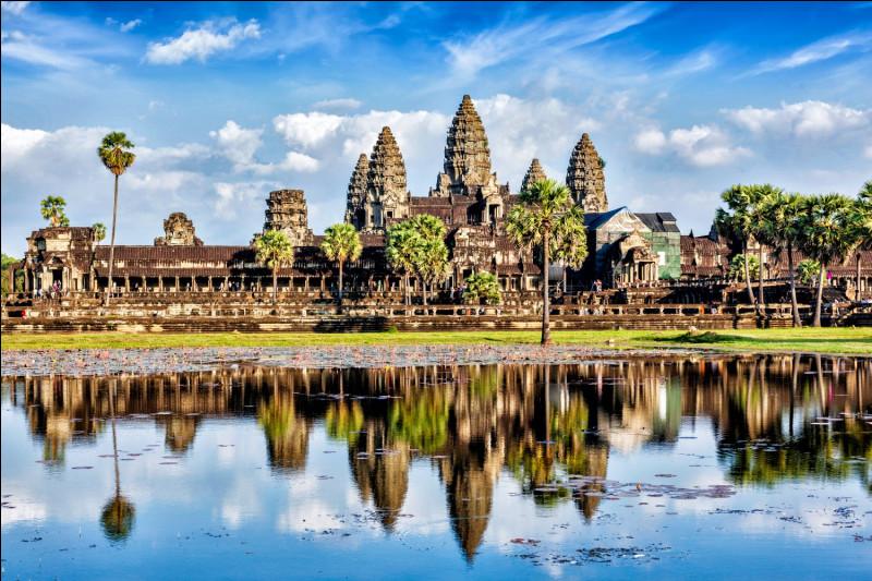 Quel nom donne-t-on à la langue parlée majoritairement au Cambodge ?