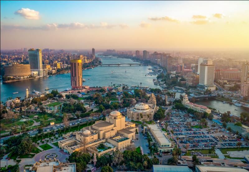Quel nom donne-t-on aux habitants du Caire, la capitale de l'Égypte ?