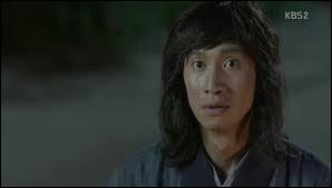 Qui était en réalité le paysan Mak Moon, qui meurt assassiné dans la forêt ?