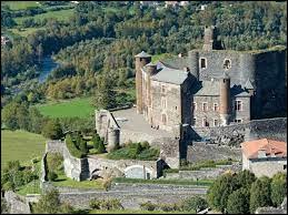 Nous commençons notre balade avec cette vue du château de Bouzols, à Arsac-en-Velay. Commune Altiligérienne, elle se situe dans l'ex région ...