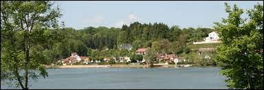 Village du Grand-Est, dans l'arrondissement de Langres Changey se situe dans le département ...