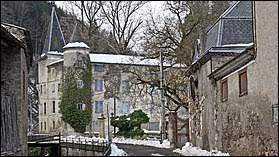 Petit village occitan de 35 habitants, dans l'arrondissement de Limoux, Niort-de-Sault se site dans le département ...