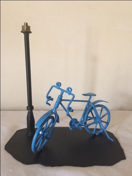 """Quel est le titre du troisième tome de la trilogie de Régine Deforges, après """"La Bicyclette bleue"""" et """"101, avenue Henri-Martin"""" ?"""
