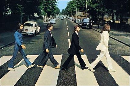 Cette photo culte est prise à Londres en 1966 alors que les Beatles sortent du studio d'enregistrement, mais lequel ?