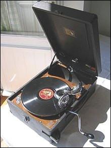 Comment fonctionne un gramophone vers 1900 ?