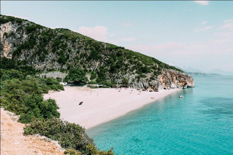 Un beau pays, réputé pour ses plages paradisiaques qui a pour capitale Tirana, c'est...