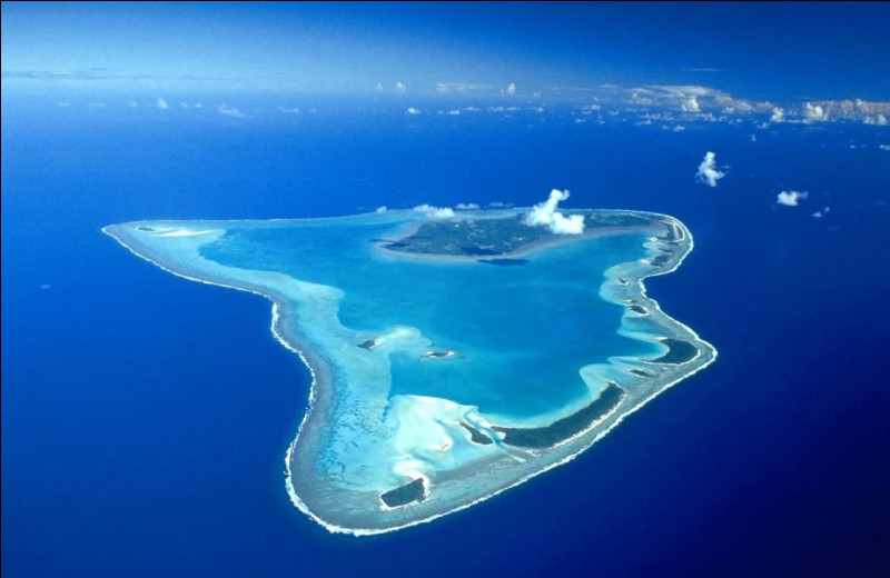 """Quel ensemble d'îles situé non loin de la Polynésie française a pour capitale """"Avarua"""" ?"""