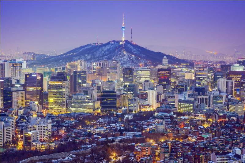 Combien de lettres obtient-on en ajoutant le nombre de lettres de la capitale de la Corée du Nord au nombre de lettres de la capitale de la Corée du Sud ?