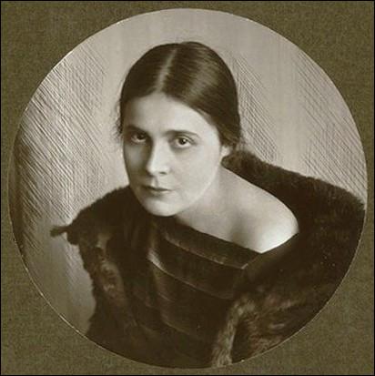 À quoi s'adonnait l'écrivaine Elsa Triolet ?