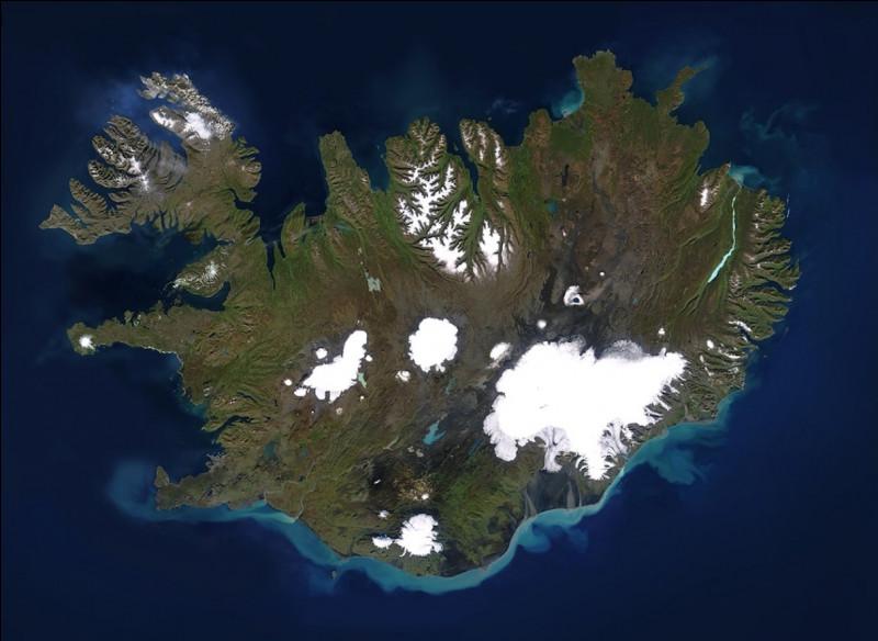 En combien de régions l'Islande est-elle divisée ?