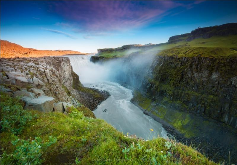 Quelle est la traduction de Norðurland eystra ?