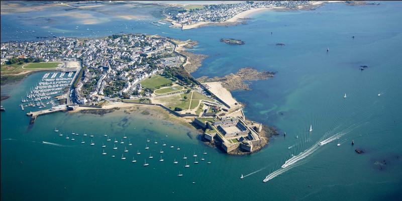 Quelle île à Port-Louis comme capitale ?