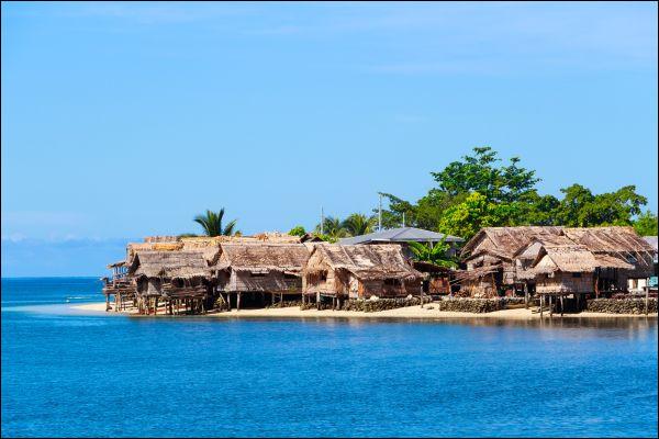 Quelle est la capitale de ces îles d'Océanie nommées îles Salomon connues pour leurs vestiges de la Seconde Guerre mondiale ?