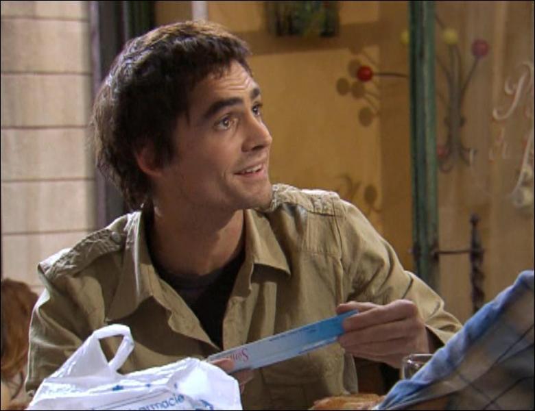 Que trouve Nicolas dans le sachet ramené par Thomas ?