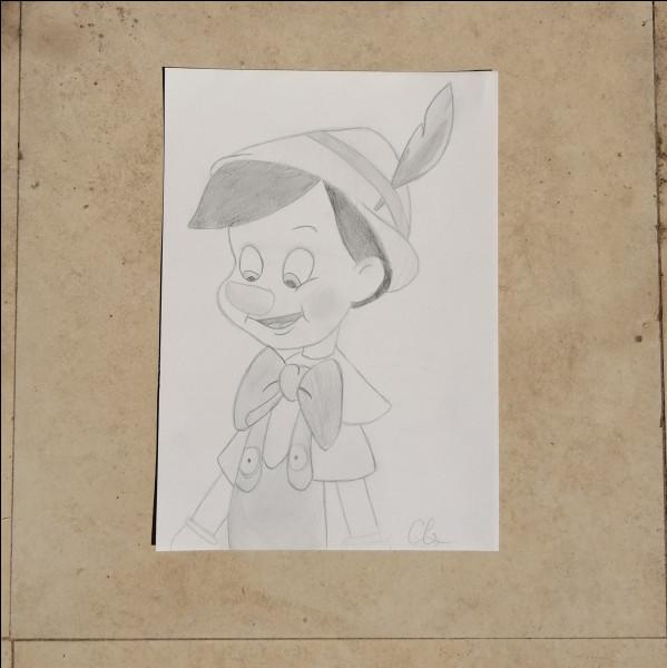De quelle couleur est la plume sur le chapeau de Pinocchio ? Elle est...