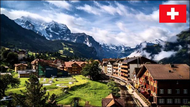 Quelle est cette station suisse des Alpes bavaroises, située à 1 274 mètres d'altitude, renommée mondialement pour sa descente de ski du Lauberhorn ?