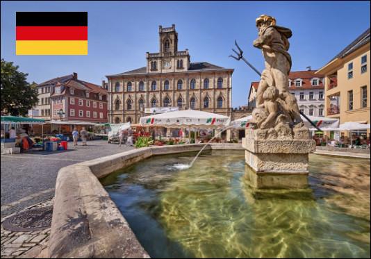 Quelle est cette ville de Thuringe célèbre pour son Assemblée constituante de 1918 qui instaure en Allemagne une République parlementaire éponyme qu'Adolf Hitler abolit en 1939 ?