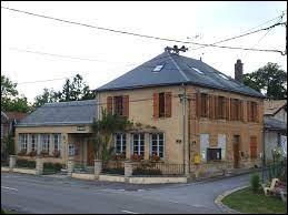 Commune du Grand-Est, dans l'arrondissement de Vouziers, Montcheutin se situe dans le département ...
