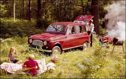 Cette auto fut produite à 8 135 424 exemplaires, ce qui en fait la deuxième voiture française la plus fabriquée. Quelle est-elle ?