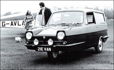 Surprenante cette anglaise des années 70 avec seulement trois roues. C'est une...