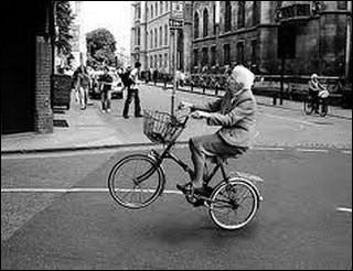 """Et si je te demande, pour finir, si """"ta grand-mère fait du vélo""""..."""