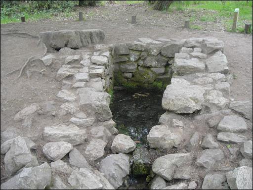 Où est située la fontaine de Barenton, aux incroyables pouvoirs ?