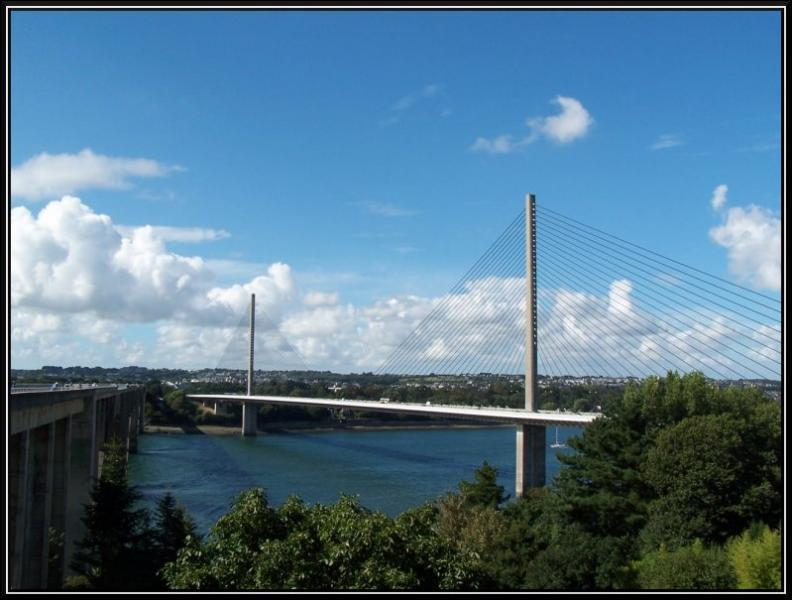 Ce pont est ... .