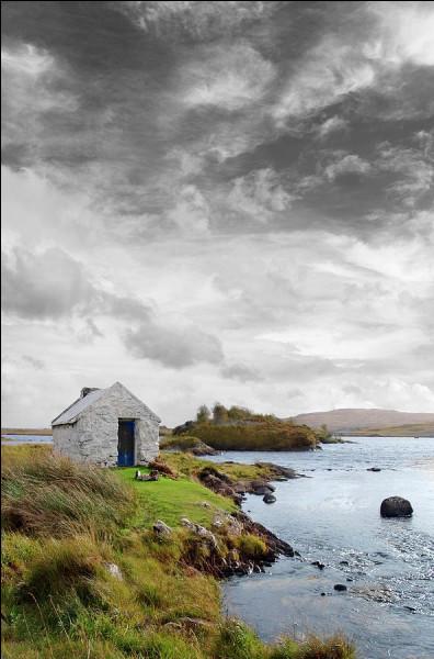 """Qui chantait """"Des nuages noirs qui viennent du nord colorent la terre, les lacs et les rivières, c'est le décor du Connemara"""" ?"""