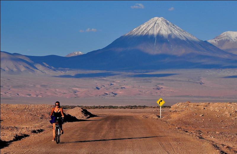Le désert d'Atacama est un désert situé en/au ...