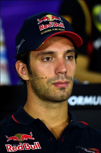 Pilote de la Toro Rosso numéro 25, ce pilote était en lice pour succéder au baquet de Mark Webber à la fin de la saison 2013. Cependant, ce fut son coéquipier, Daniel Ricciardo qui a eu cette opportunité. Comment s'appelle ce pilote ?