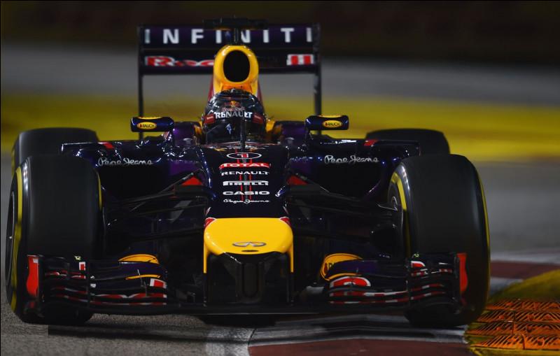 Commençons avec la voiture du champion du monde en titre. Cette Red Bull arbore le numéro 1. Qui est son pilote ?