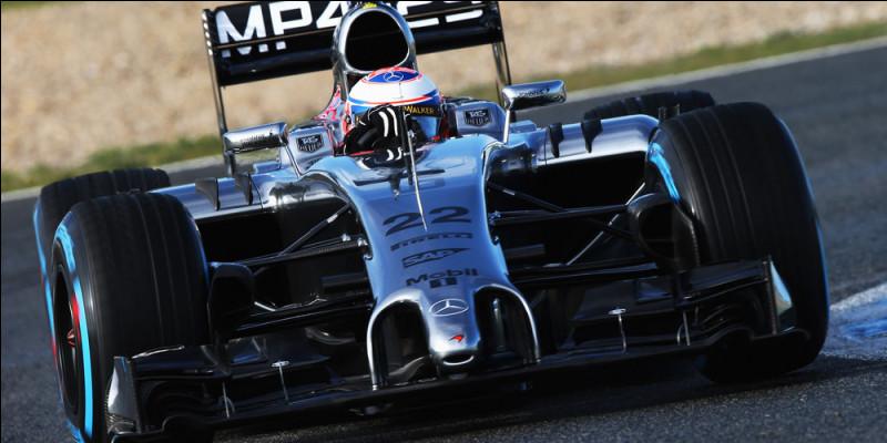 Précédent titulaire de la couronne mondiale, ce pilote McLaren court sous le numéro 22. Qui est-il ?