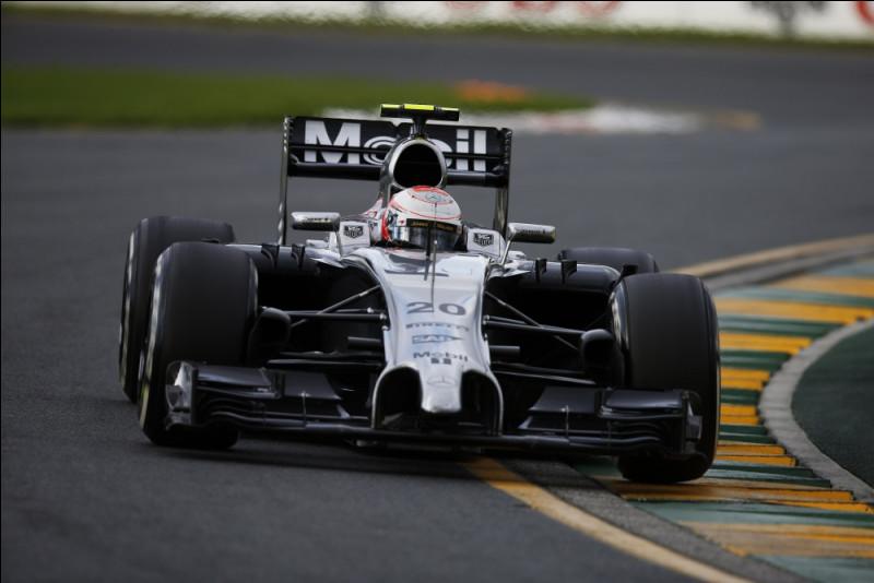 Cette saison 2014 s'est avérée être une catastrophe pour McLaren suite à la nouvelle réglementation technique. Cette saison est à oublier pour le début de la voiture 20. Quel est le nom de ce pilote ?