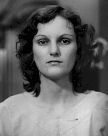 En 1974, Patricia Hearst, petite-fille d'un célèbre magnat de la presse, est victime d'un enlèvement, que va-t-il lui arriver ?