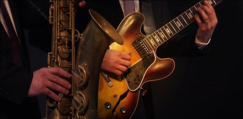 """Qui joue de la guitare électrique dans l'album de Miles Davis """"Bitches Brew"""" ?"""