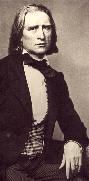Franz Liszt n'aura eu de cesse, en 19 rhapsodies (hongroises, roumaines ou espagnole), de faire ressortir l'esprit et « l'élément fantastiquement épique » du peuple ...