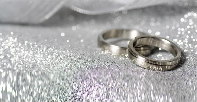 Qui refusait de graver leurs noms au bas d'un parchemin, dans sa non-demande en mariage ?