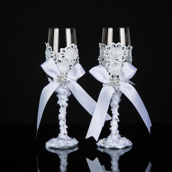 Fêtons le mariage en Savoie autour d'un plat typique. Quel vin se mariera le mieux avec la raclette ?