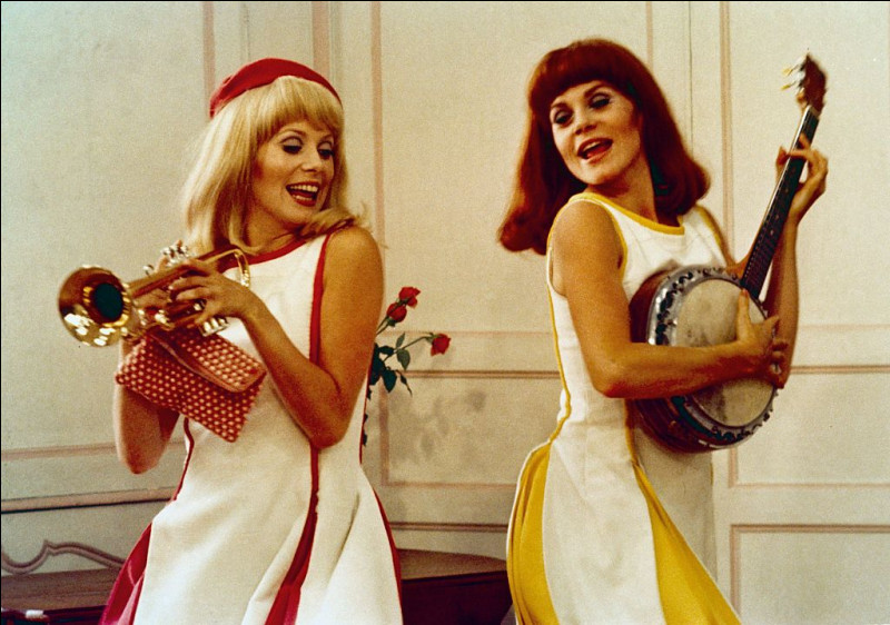 """Je joue dans """"Les Demoiselles de Rochefort"""" et """"L'Homme de Rio"""". Qui suis-je ?"""